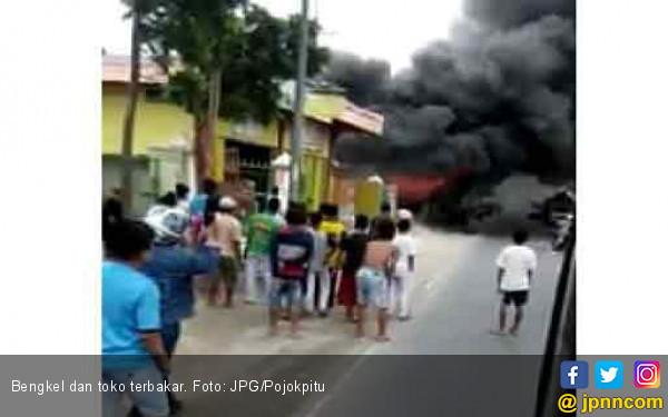 Bensin Tumpah, Toko dan Bengkel Habis Terbakar - JPNN.COM