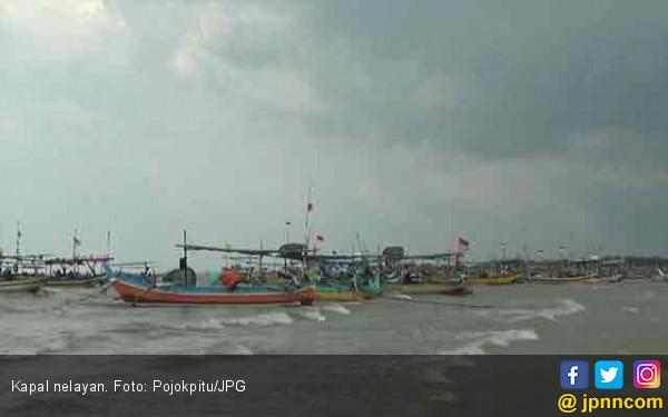 Gelombang Tinggi, Nelayan Pilih tak Melaut - JPNN.COM