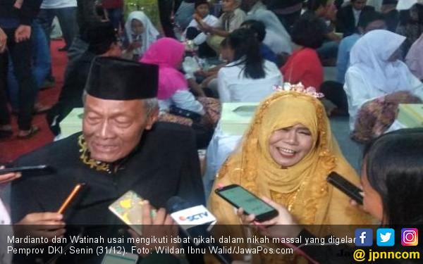 Masih Greng, Mbah Mardi dan Watinah Ikut Nikah Massal - JPNN.COM