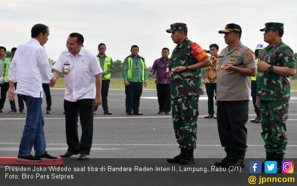 Hari Kedua 2019, Pak Jokowi Kunjungi Korban Tsunami Lampung - JPNN.COM