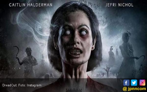 Si Kebaya Merah Menebar Teror di Film DreadOut - JPNN.COM