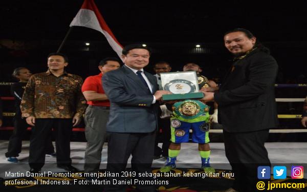 Sabuk Jokowi Bangkitkan Tinju Profesional Indonesia - JPNN.com