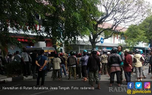 Kronologis Ricuh Pembesuk dan Napi di Rutan Surakarta - JPNN.COM