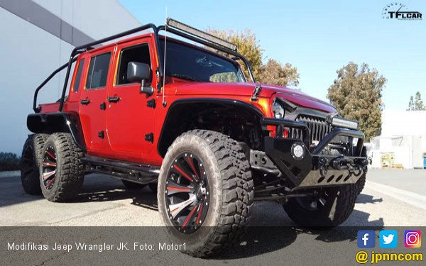 Modifikasi Jeep Wrangler JK: Monster 6 Roda - JPNN.COM