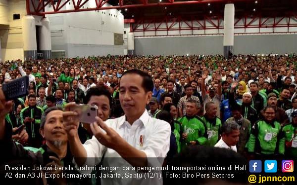 Agar Semua Senang, Jokowi Janjikan Payung Hukum Ojek Online - JPNN.COM