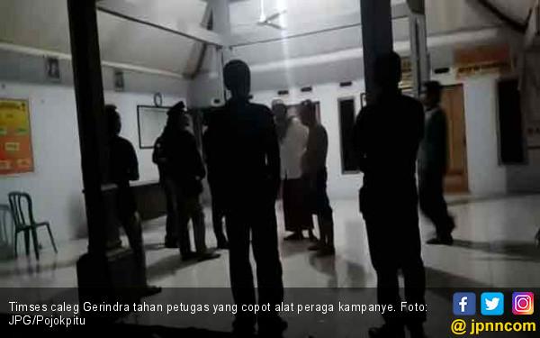 Timses Gerindra Ngamuk, Protes Alat Peraga Kampanye Dicopot - JPNN.COM