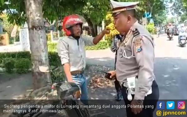 Pelanggar Lalu Lintas Tantang Duel Polantas, Gawat nih! - JPNN.COM