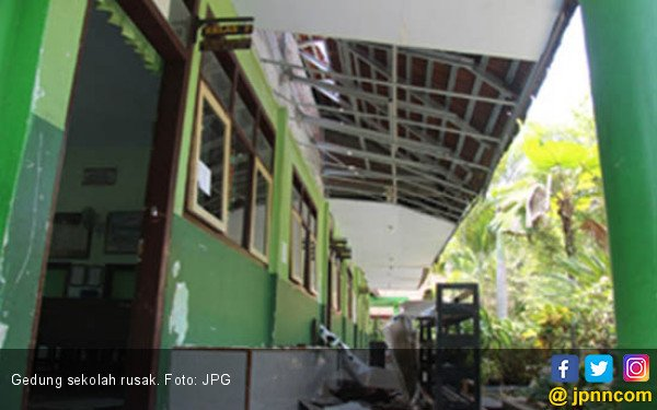 Baru Direnovasi 2014, Bangunan Sekolah Sudah Rusak Lagi - JPNN.com