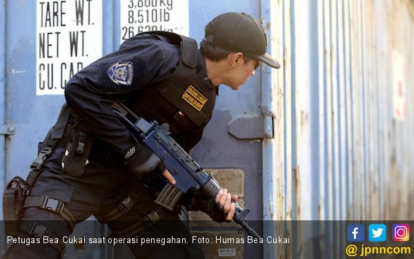 Bea Cukai Ngurah Rai Amankan dua Penyelundup Sabu-sabu Miliaran Rupiah - JPNN.com