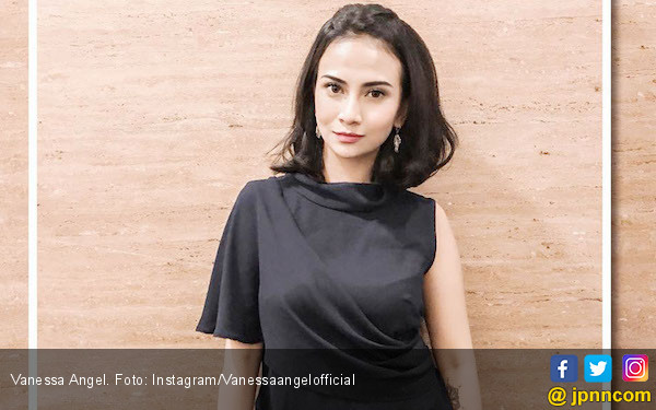 Vanessa Angel Bantah Dipacari Pengacaranya - JPNN.com