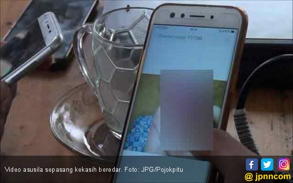 Rayakan Satu Bulan Jadian, Pasangan Alay Buat Video Mesum di Sofa - JPNN.com