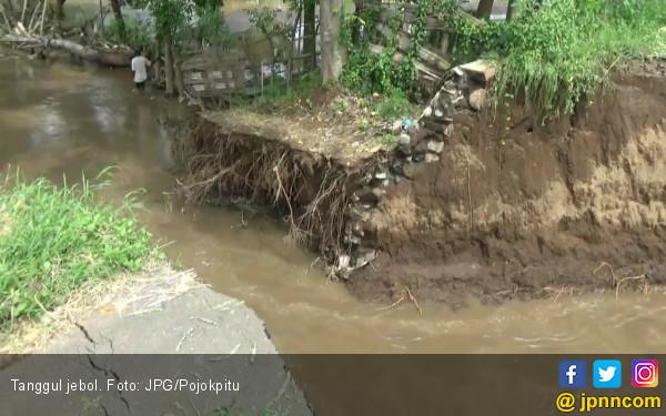Sungai Meluap, 20 Hektar Sawah Rusak Berat - JPNN.com