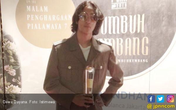 Dewa Dayana Gemetar Terima Penghargaan Piala Maya - JPNN.COM