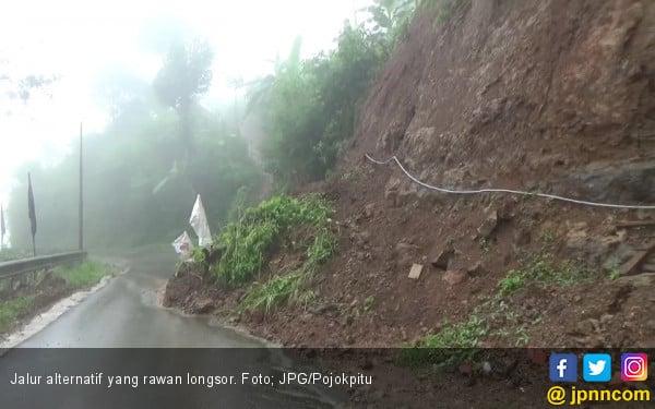 Rawan Longsor, Hati-Hati Lewati Jalan Ini - JPNN.com