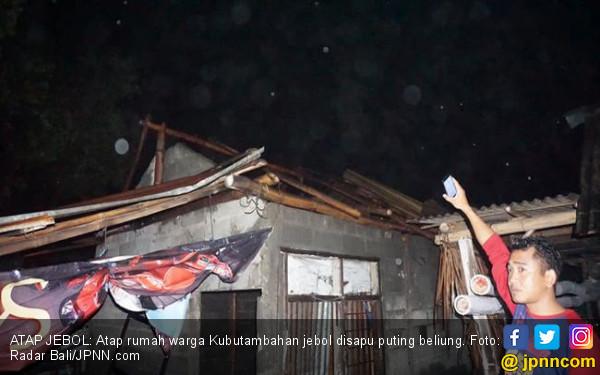 Cuaca Ekstrem, Lima Rumah Diterjang Puting Beliung - JPNN.COM
