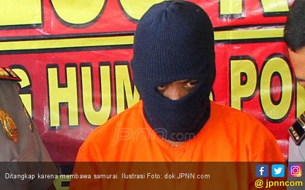 Bawa Samurai, Dua Pemuda Ditangkap Polisi - JPNN.com