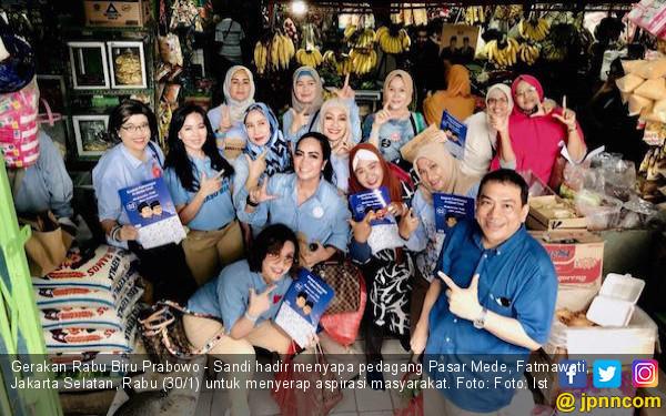 Gerakan Rabu Biru Prabowo - Sandi Sapa Pedagang Pasar Mede Fatmawati - JPNN.COM
