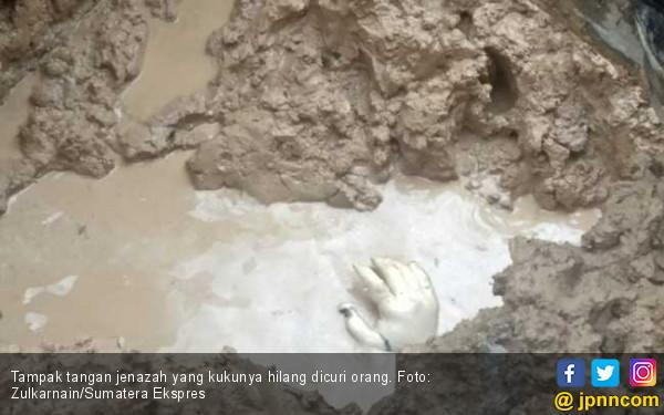Makam Dibongkar, Kuku Jempol Tangan Kanan Sumarni Hilang - JPNN.COM