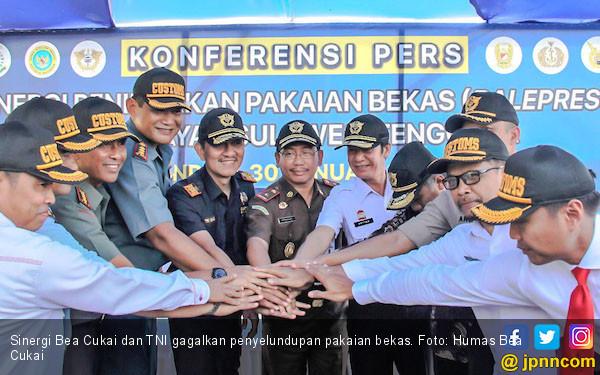 Sinergi Bea Cukai dan TNI Berhasil Gagalkan Penyelundupan Pakaian Bekas di Sulteng - JPNN.COM