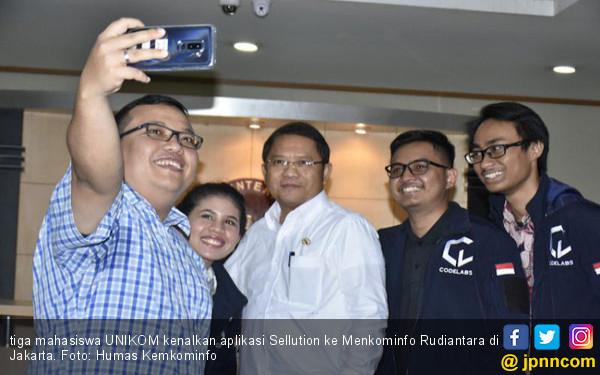 Tiga Mahasiswa Bandung Kenalkan Aplikasi Sellution Bantu UMKM - JPNN.COM