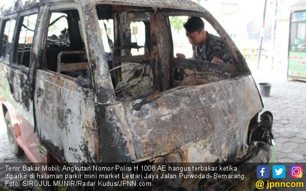 Keterangan Saksi Mata Kasus Teror Bakar Mobil di Grobogan, Sampai Kapan? - JPNN.com