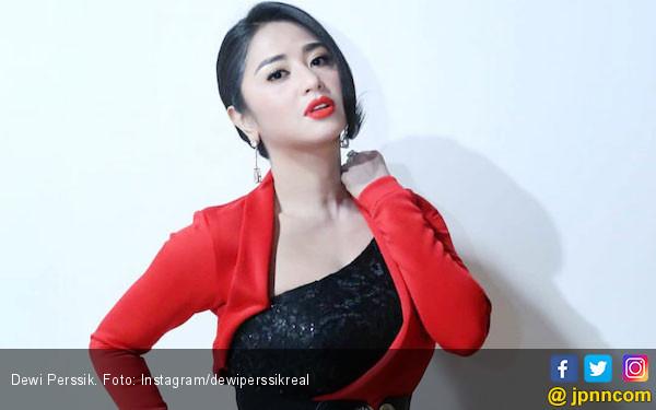 Dewi Perssik: Sudah jadi Tersangka aja Sombong - JPNN.com