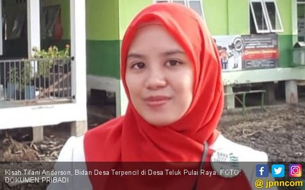 Tifani, Bidan Desa Bergaji Rp 500 Ribu, Pernah Bawa Pasien Pakai Tandu - JPNN.com