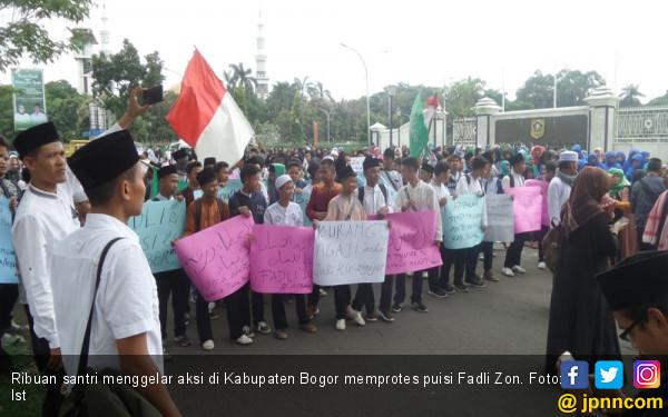 Puisi Fadli Zon: Puisi Fadli Zon Bikin Ribuan Santri Pindah Dukung Jokowi