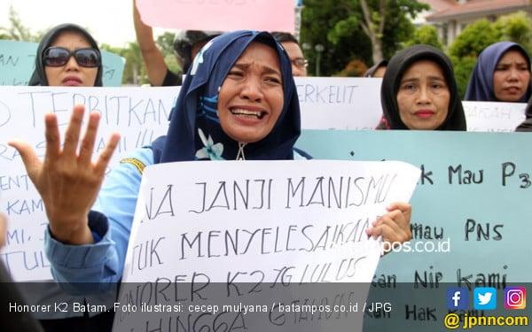 Kalau Jokowi Tidak Bisa, Beri Prabowo Kesempatan Selesaikan Honorer K2 - JPNN.com