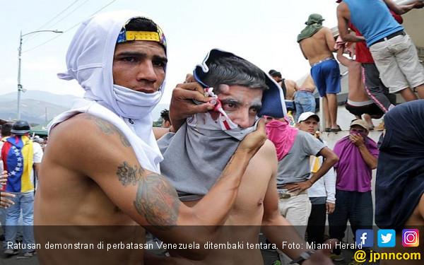 Kisah Tentara Venezuela Pilih Desersi daripada Tembak Saudara Sendiri - JPNN.com