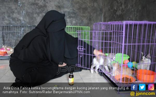 Aida Dinia: Saat Ayah Sakit Stroke, Ada Tiga Kucing Selalu Menemaninya - JPNN.COM