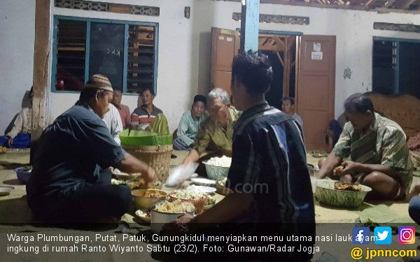 Ingkung Ayam Jantan, Mandi Kembang, dan Doa Agar Cicilan Mobil Lancar - JPNN.COM