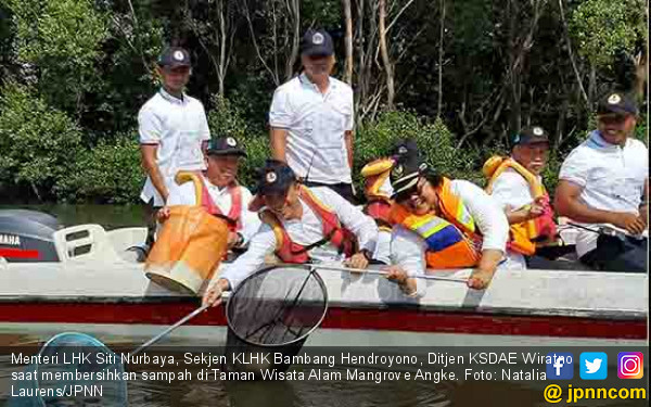 Menteri Siti Kelilingi Mangrove Angke, Jaring Sampah Plastik - JPNN.com