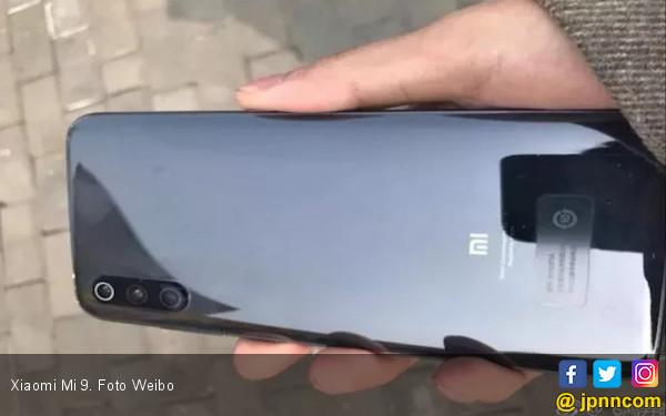 Kasihan, Pengguna Smartphone Ini Beli Xiaomi Mi 9 Tanpa Flash LED - JPNN.COM