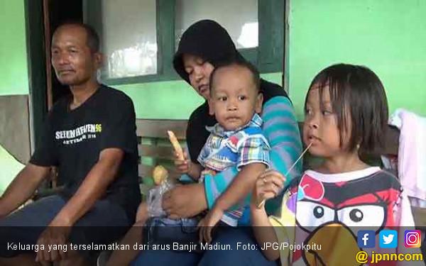 Ingin Ucapkan Terima Kasih, Keluarga yang Diselamatkan dari Banjir Kini Mencari Aiptu Sujadi - JPNN.COM