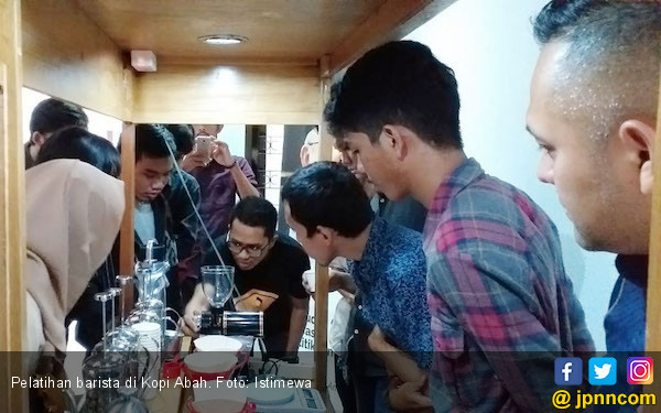 Calon Barista Dapat Pelatihan Gratis dari Kopi Abah - JPNN.COM
