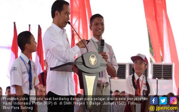 Saat Presiden Jokowi Minta Pelajar SMK Peragakan Keahlian - JPNN.COM