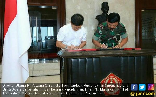 Terima Hibah Keramik, TNI Bakal Salurkan ke Masyarakat Lewat Program TMMD - JPNN.COM