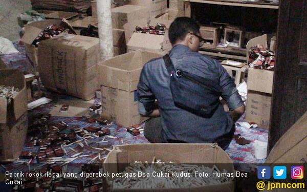 Petugas Bea Cukai Kudus Sita 300 Ribu Batang Rokok Ilegal - JPNN.com