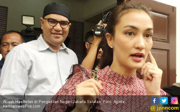 Atiqah Hasiholan Kecewa Eksepsi Ibunya Ditolak Hakim - JPNN.com