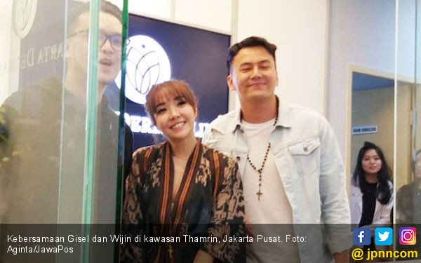 Gisel Dikasih Bunga, Wijin: Lihat tuh Mukanya - JPNN.com