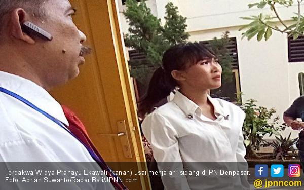 Gegara Mengumpat di Depan Umum, Perempuan Muda Ini Diadli - JPNN.com