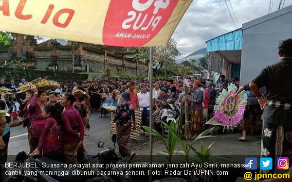 Berita Duka, Pelayat Berjubel Mengiringi Pemakaman Jenazah Mahasiswi Cantik - JPNN.COM
