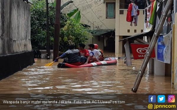 Banjir Jakarta: 2 Orang Meninggal, Ribuan Jiwa Mengungsi - JPNN.com