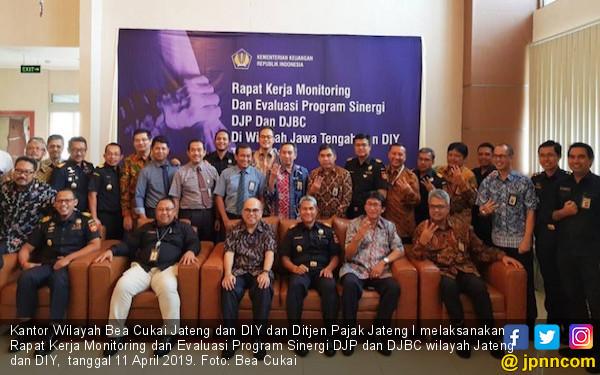 Bea Cukai dan Pajak Jateng - DIY Bersinergi, Penerimaan Negara Melampaui Target - JPNN.com