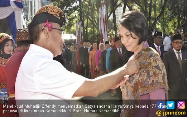 Hardiknas 2019: Barisan Bhinneka Tunggal Ika Tampilkan Pakaian Adat Daerah - JPNN.com