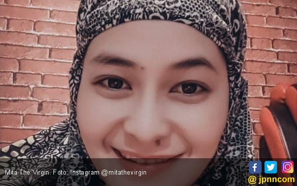 Unggah Foto Berhijab, Mita The Virgin: Jangan Enek ya Lihatnya - JPNN.com