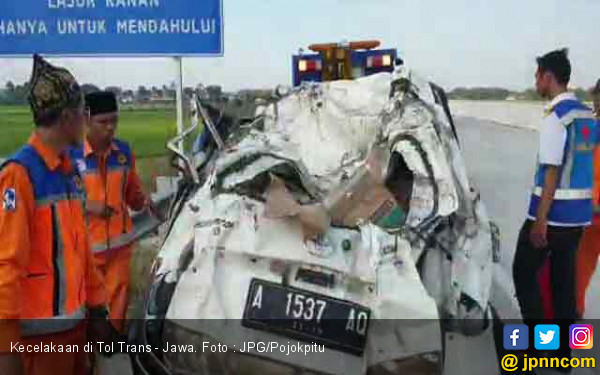 Kecelakaan di Tol Trans - Jawa, Avanza Sampai Ringsek Begini - JPNN.com