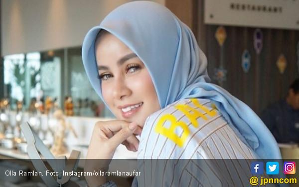 Olla Ramlan Ingin Berhijab Sejak 5 Tahun Lalu - JPNN.com