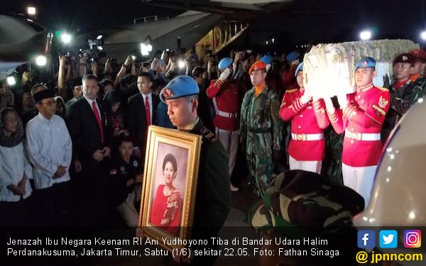 Upacara Militer Sambut Kedatangan Jenazah Ani Yudhoyono di Halim Perdanakusuma - JPNN.com